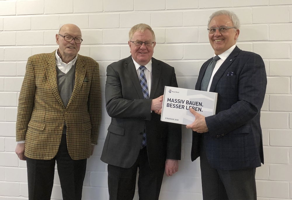 Das Foto zeigt v.l.: Hans-Dietmar Wolff, Reinhold Sendker MdB und Dr. Hans Georg Leuck